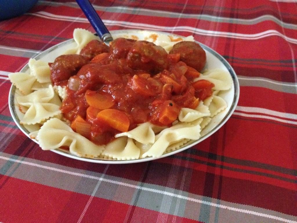 פסטה ברוטב עגבניות וכדורי שיבולת שועל