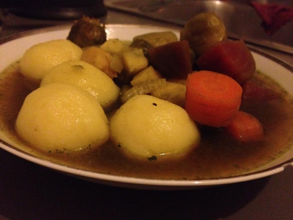 קנודל תפוחי אדמה במרק ירקות